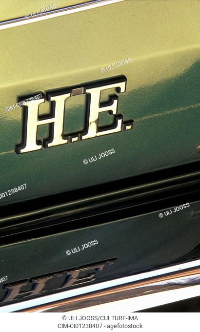 Car, Jaguar XJ-S H.E., model year 1975-1996, 1970s, seventies, 1980s, eighties, old car, class of luxury, Coupé, Coupe, dark-green, detail, details, logo