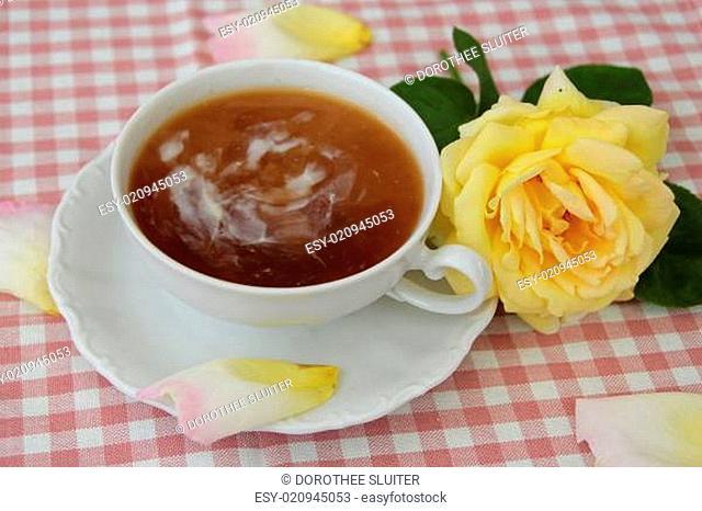 Tee mit Rose