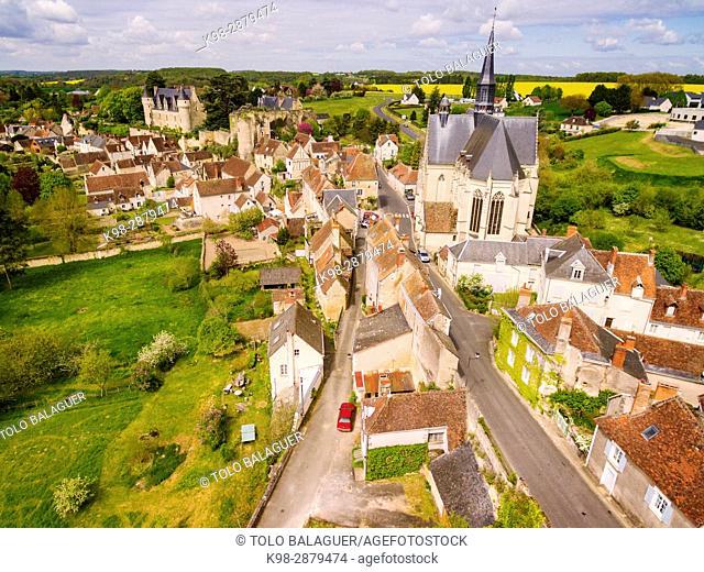 colegiata de San Juan Bautista. Fundada por Imbert de Batarnay hacia el 1520 y clasificada como Monument historique desde 1840, castillo del conde Branicki