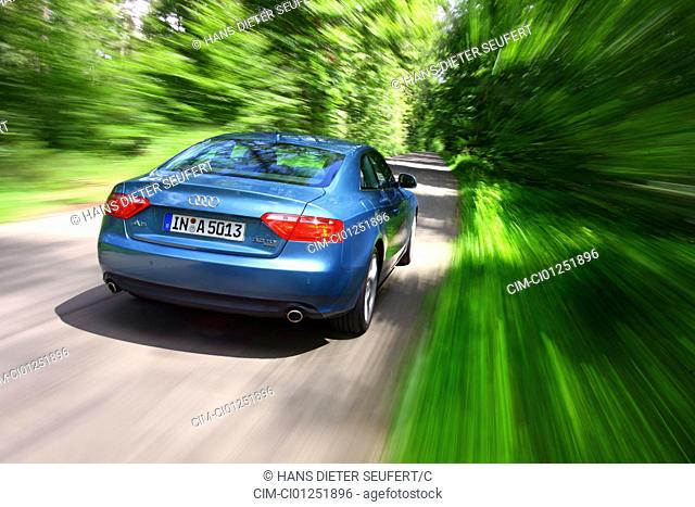 Audi A5 Coupe 3.0 TDI Quattro, model year 2007, blue moving, diagonal from the back, rear view, country road, verwischt, panned shot