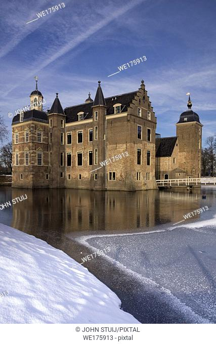 Ruurlo castle in the Dutch region Achterhoek seen from the surrounding wintry park
