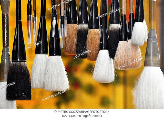 Yangshou (China): brushes for writing Chinese characters, sold as souvenirs along the Walking Street