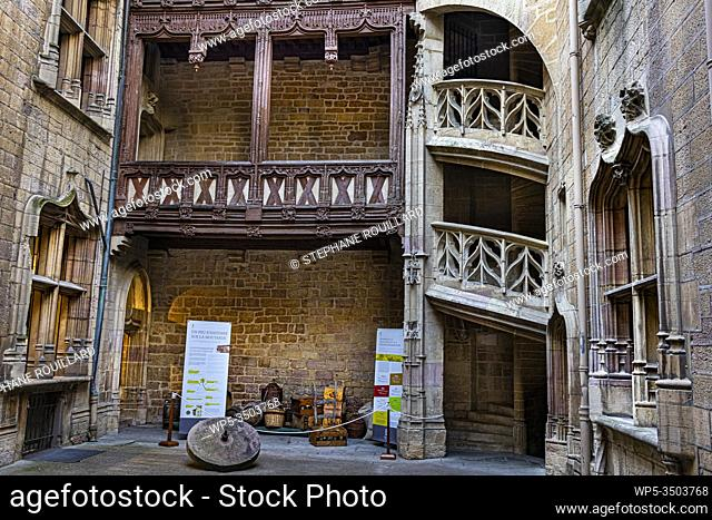 Magnificent courtyard in a private mansion in Dijon, the Chambellan hotel, with his splendid staircase. Are exposed the necessary to make the famous Dijon...