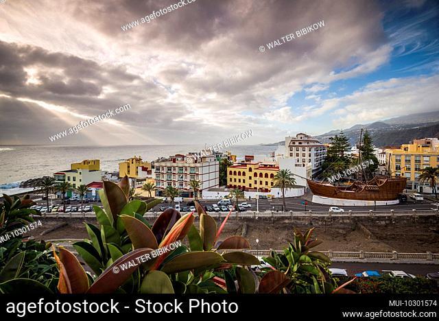 Spain, Canary Islands, La Palma Island, Santa Cruz de la Palma, elevated city view with the Museo Naval, Naval Museum, from the Castillo de la Virgen Fortress