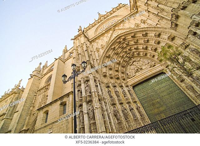 Cathedral Facade, Cathedral of Sevilla, Historical Center, Sevilla, Andalucía, Spain, Europe