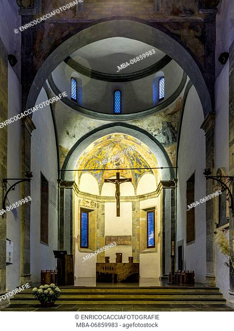 Nave and altar of Chiesa San Francesco in Locarno