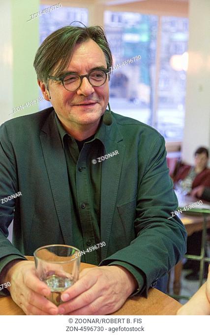 Prof. Dr. Klaus-Michael Bogdal liest aus seinem Buch Europa erfindet die Zigeuner - Eine Geschichte von Faszination und Verachtung im Kaffee Kunst in Bielefeld