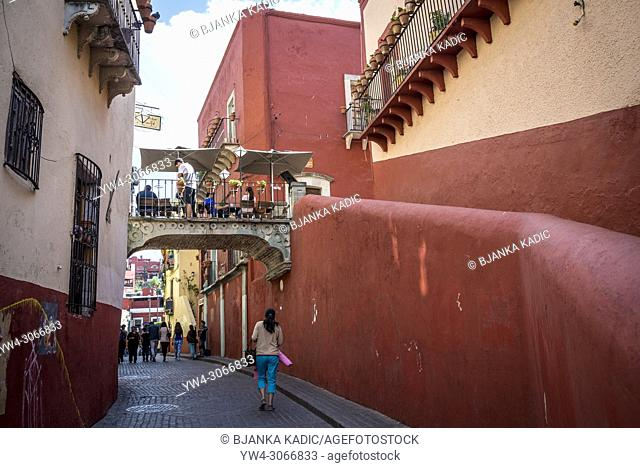 Calle de Campanero, street with a bridge with a cafe over it, Guanajuato, city in Central Mexico