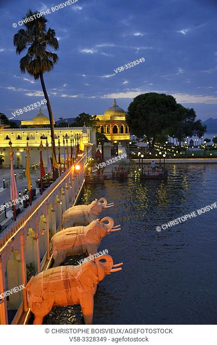 India, Rajasthan, Udaipur, Lake Pichola, Jag Mandir Palace by night