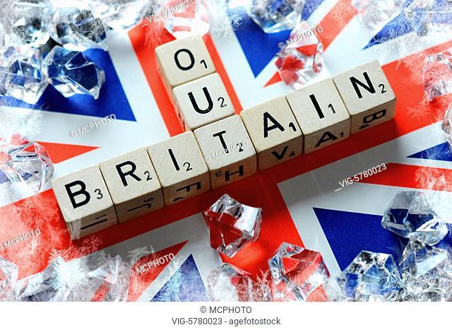 Germany, HAMBURG, 29.06.2016, Buchstabenwürfel formen die Begriffe Britain und Out auf Fahne von Großbritannien, Symbolfoto Brexit - Hamburg, Hamburg, Germany