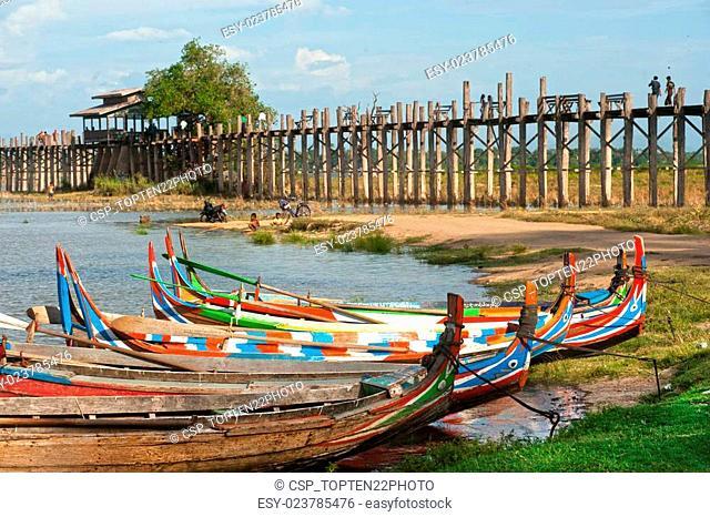 Traditional boat on the shore of the lake near Uben bridge