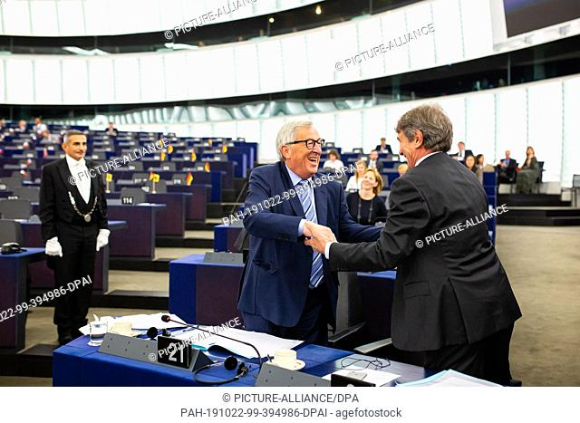 22 October 2019, France (France), Straßburg: The President of the European Commission, Jean-Claude Juncker (l-r), will be welcomed by David Sassoli