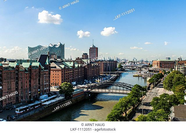 Hamburgs new Elbphilharmonie and old trading houses in Speichercity, modern architecture in Hamburg, Hamburg, north Germany, Germany