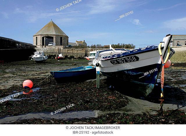 FRA, France, Normandy: Mot western point of Normandy, Cap de la Hague. St.Germain des Vaux. Fishing port at low tide