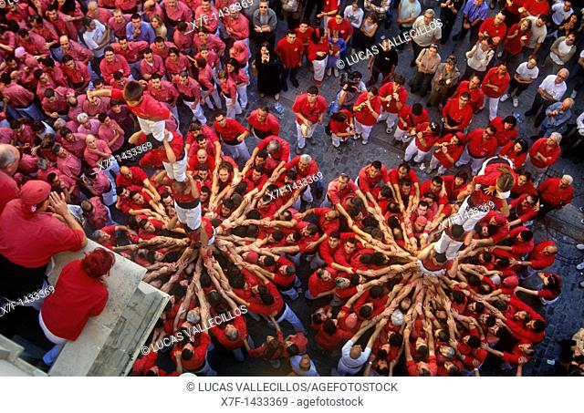 Colla Joves Xiquets de Valls  'Castellers' building human tower, a Catalan tradition  Plaça del Blat Valls  Tarragona province,Catalonia, Spain