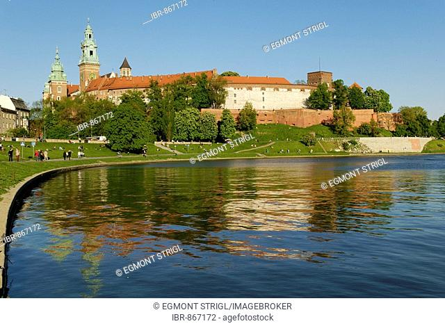 Wawel Hill above the Vistula River, Cracow, Poland, Europe