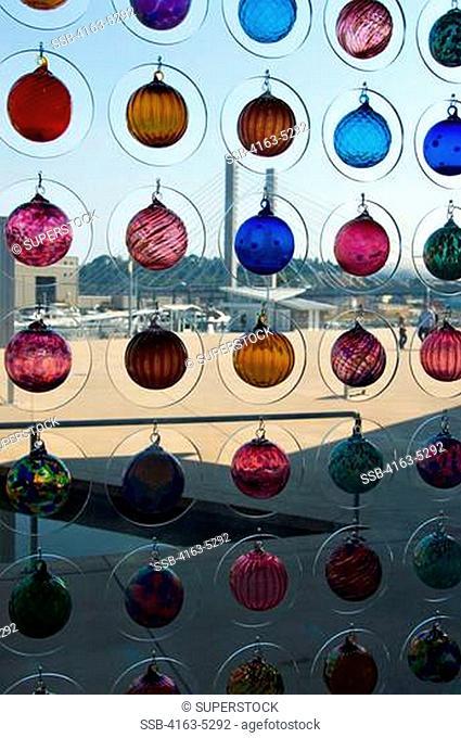 USA, WASHINGTON STATE, TACOMA, MUSEUM OF GLASS, GLASS ART IN WINDOW