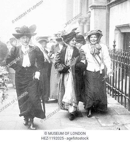 Emmeline & Christabel Pankhurst released from Holloway Gaol, London, 22 December 1908. Emmeline Pankhurst and her daughter Christabel