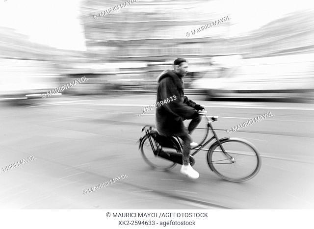 Speed Biking in Amsterdam with dutch old bike, Amsterdam
