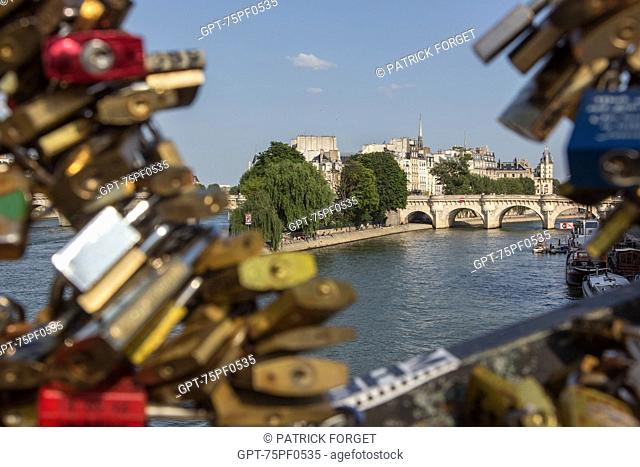 ILE DE LA CITE WITH THE PONT NEUF BRIDGE AND THE SQUARE DU VERT GALANT, THE PADLOCKS ON THE PONT DES ARTS BRIDGE, QUAY OF THE LOUVRE, PARIS (75), FRANCE