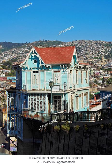 Chile, Valparaiso, Artilleria Hill, View of the characteristic blue house Casa Cuatro Vientos Hotel and Restaurant