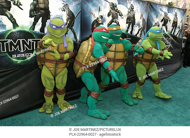 Donatello And Raphael Tmnt Stock Photos And Images Agefotostock