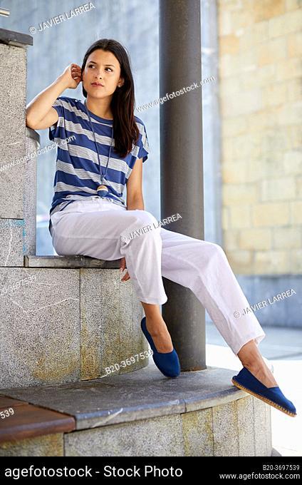 Young woman, ball fronton, Pasaia, Gipuzkoa, Basque Country, Spain, Europe