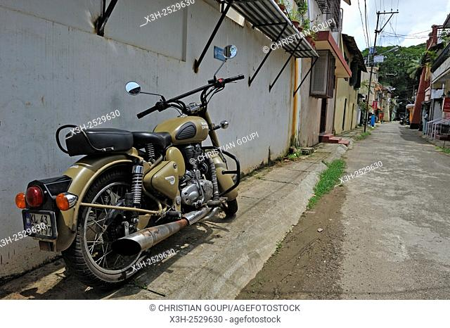 motorcycle Royal Enfield 500 classic in Burgher Street, Fort Kochi, Kochi or Cochin, Kerala state, South India, Asia