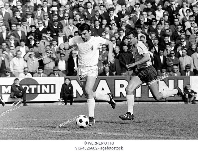 Fussball, Bundesliga, Saison 1966/1967, Stadion an der Hamburger Strasse, Eintracht Braunschweig gegen Borussia Moenchengladbach 2:1, Spielszene