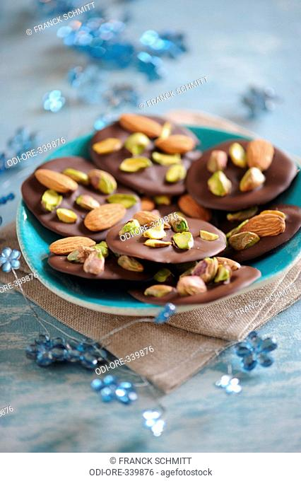 Pistacchios and almonds chocolate