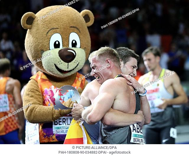 08.08.2018, Berlin: Athletics, European Championships in the Olympic Stadium: Decathlon, 1500 m, men, Arthur Abele (front) from Germany cheers with Niklas Kaul...