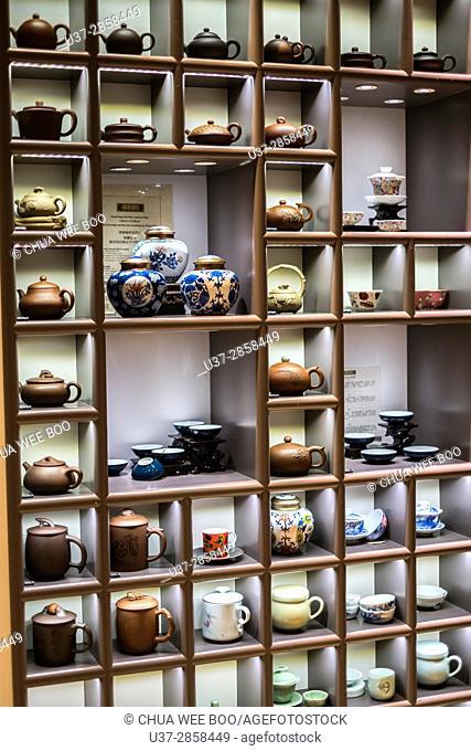 Selling teapots in Foshan Lingnan Tiandi ancient town, China