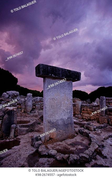 Recinto de taula. poblado talayòtico de torralba d En Salord. 1000 b. C. (2011)Minorca, Balearic islands. Spain