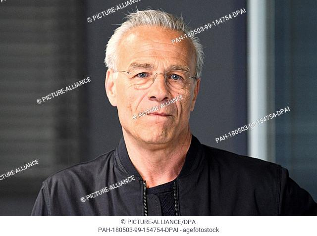 03 May 2018, Germany, Cologne: Actors Klaus J.Behrendt as commissionaire Max Ballauf during the shooting of Tatort 'Tiefer Sturz' on set