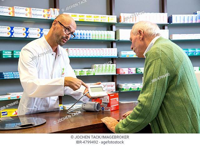 Pharmacy, Pharmacist advises a customer who wants to buy a blood pressure monitor, Germany