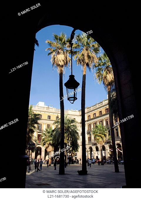 Plaça Reial, designed by Francesc Daniel Molina i Casamajó. Barcelona, Catalonia, Spain