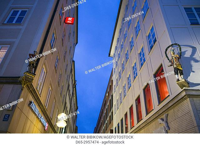 Germany, Bavaria, Munich, Theatiner Strasse shopping district, evening