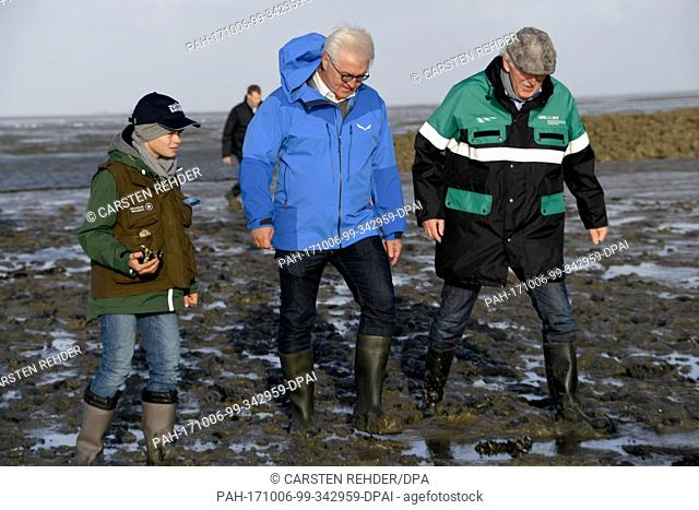 German federal president Frank-Walter Steinmeier can be seen with the head of the National Park Detlef Hansen (R) and young ranger Kjell (L)
