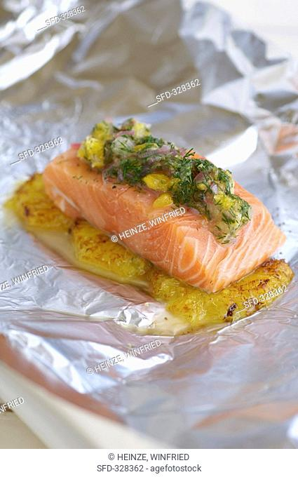Salmon with dill marinade on caramelised orange segments