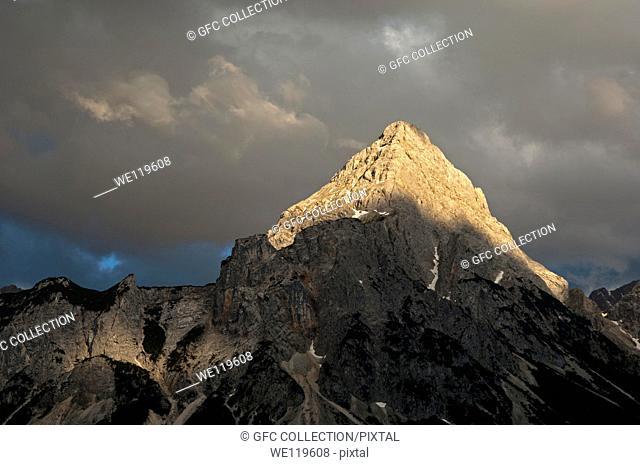 The peak Ehrwalder Sonnenspitze in the eerie light of an approaching thunderstorm, Mieminger mountain range, Ehrwald, Tyrol, Austria