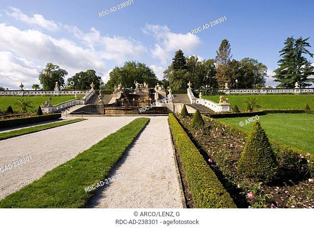 Castle garden, castle Cesky Krumlov, South Bohemia, Czech Republic