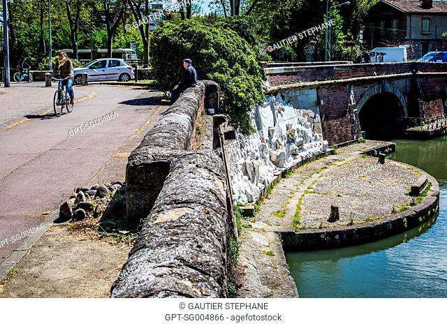 TWIN BRIDGES, PONTS JUMEAUX, PORT DE L'EMBOUCHURE ON THE CANAL DU MIDI, TOULOUSE