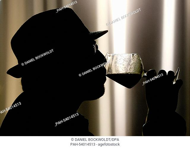 ILLUSTRATION - A man drinks a beer from a microbrewery in Hamburg, Germany, 22 November 2014. More and more small breweries are manufacturing beers with special...