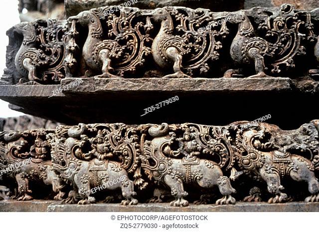 Halebid (India) Kedareshwar temple frieze detail