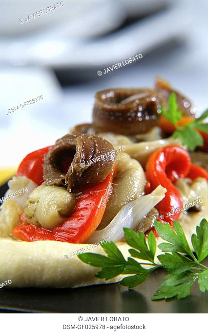 Coca savoury pastry with escalivada roasted vegetables