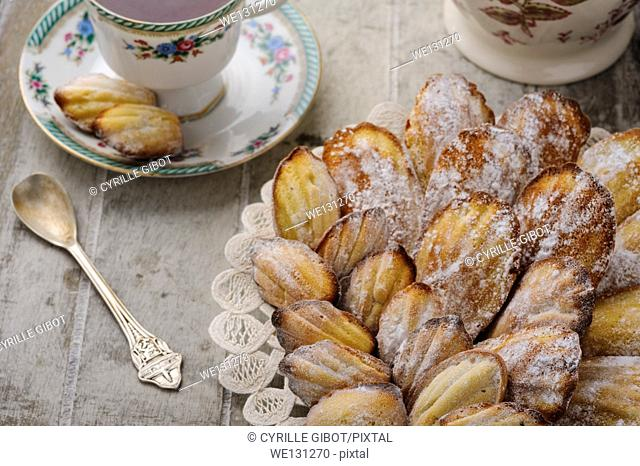 Madeleines with tea