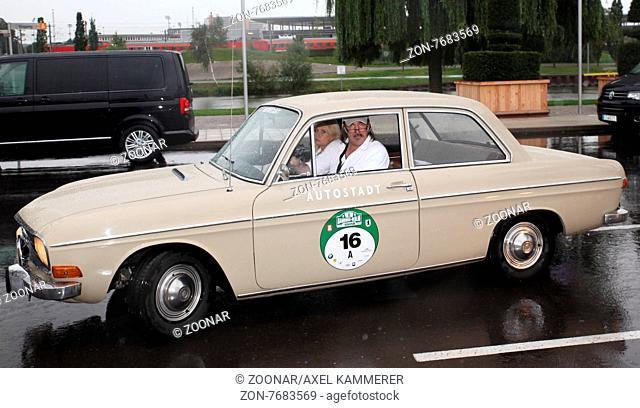 Schauspieler Sabine Postel und Andreas Hoppe 8.Hamburg-Berlin-Klassik 2015 Etappenziel Wolfsburg