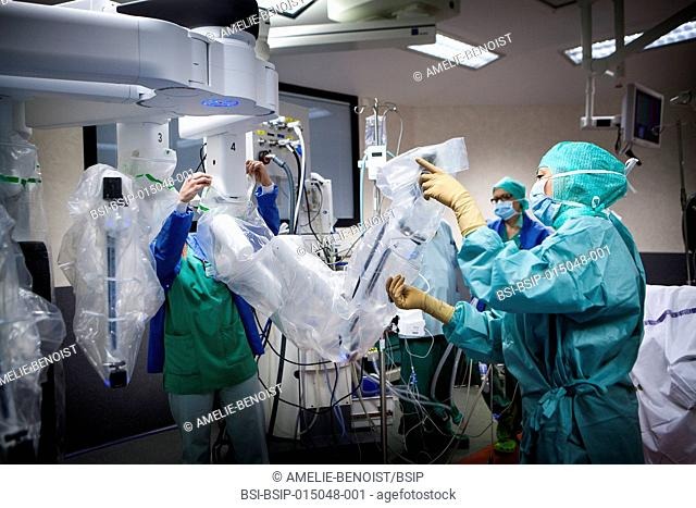 Reportage in an operating theatre during a hysterectomy using the da Vinci robot®. A nurse prepares the robot by inserting the sterile fields onto the...