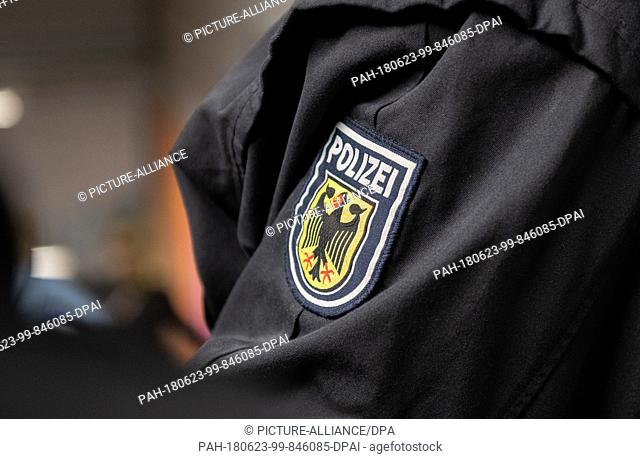 22 June 2018, Germany, Berlin: An officer of the federal police stands at the S-Bahn station Warschauer Strasse. During a concentrated inspection police...