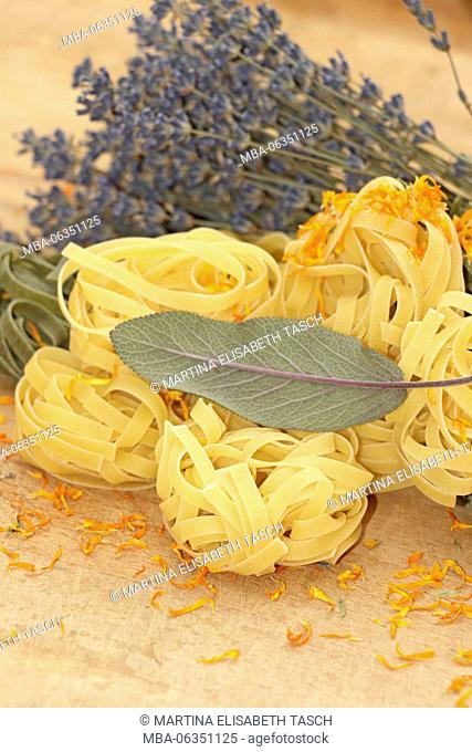 Coloured noodles with mediteranen herbs